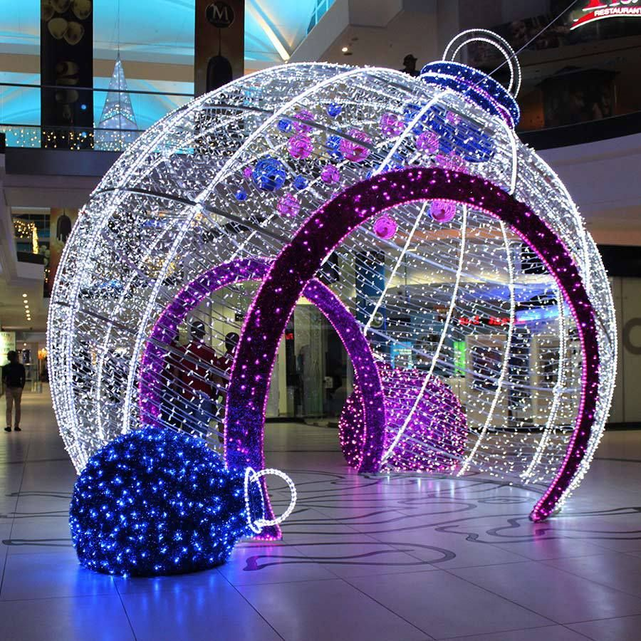 Mall Walk-through lit ornament